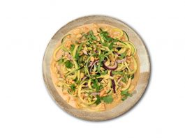 Lunch-Time: So sehen Erdnuss-Zucchini-Nudeln bei Eatclever aus. (Foto: Eatclever)