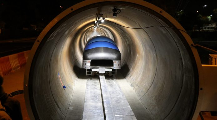 Der WARR Hyperloop-Pod auf der Teststrecke. (Foto: WARR Hyperloop)